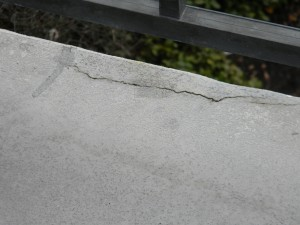 An example of concrete delamination.